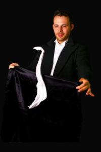 Magicien Arbre de noël à Dijon spectacle mentaliste apprendre la magie magicien pour un arbre de Noël